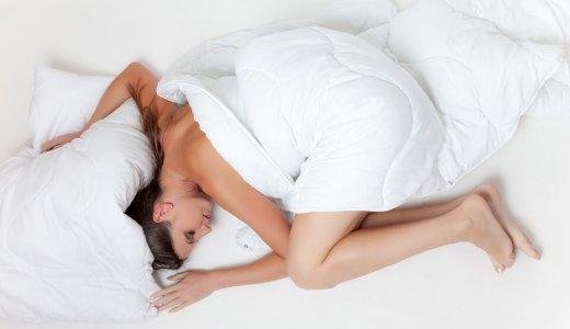 うつ伏せ寝で免疫力アップ?便秘にも効果ありだけど注意点は?